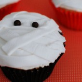 Halloween Cupcakes using Fondant