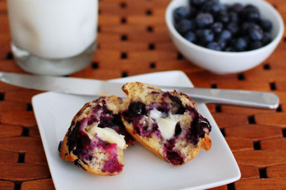 amazignly-blueberry-ey-blueberry-muffins-1